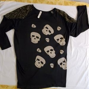 Skull laced long sleeve shirt
